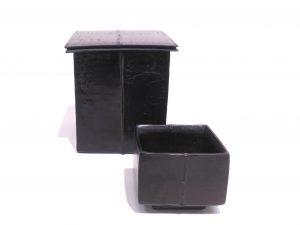 黒陶有蓋四方器